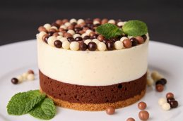 <b>双层巧克力慕斯蛋糕</b>