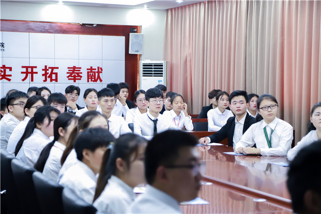 杭州东哥餐饮管理有限公司来我校进行专场招聘