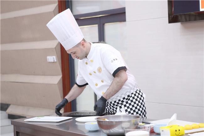 <b>意大利名厨再次空降安徽新东方,带你体验不一样的欧洲美食之旅!</b>