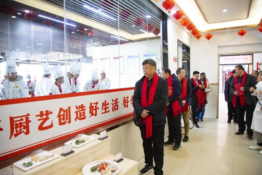 安徽新东方2021年度中国烹饪大师进校园暨客座教授受聘仪式举行